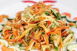 102 Салат из золотистых грибов с огурцом