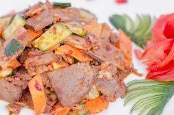 119 Салат из говядины с овощами
