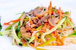 114 Салат из фунчозы с овощами